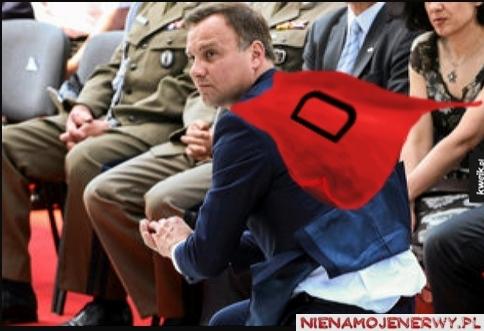 Andrzej Duda ratuje hostię